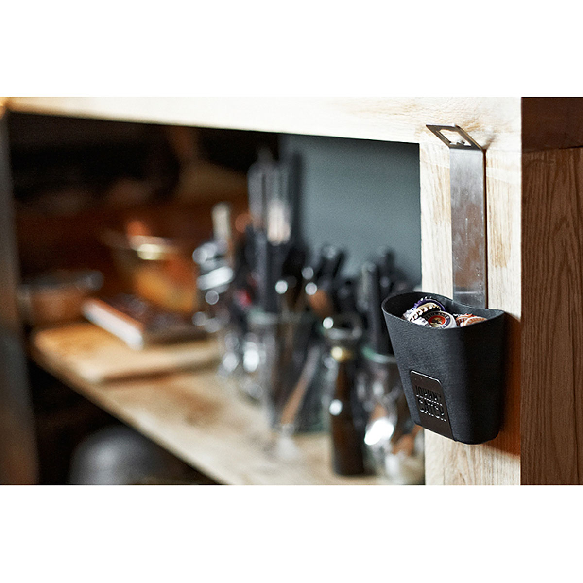 johnny catch cup flaschen ffner kaufen corpus delicti design hamburg wir machen geschenke. Black Bedroom Furniture Sets. Home Design Ideas