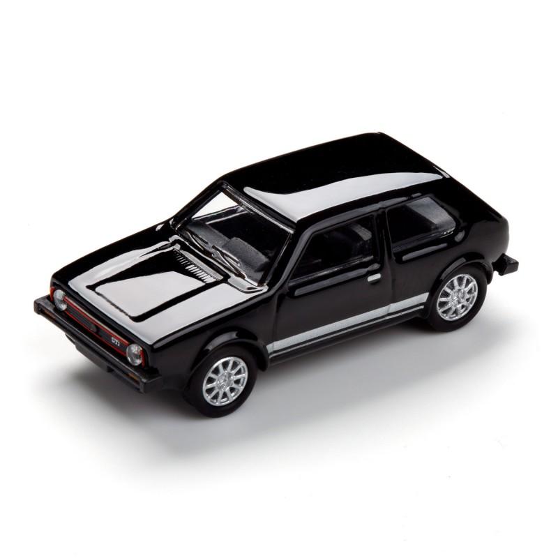 Magnet VW Volkswagen Golf GTI I schwarz auf dem Tisch Ansicht schräg von vorn – corpus delicti design Hamburg – Wir machen Geschenke