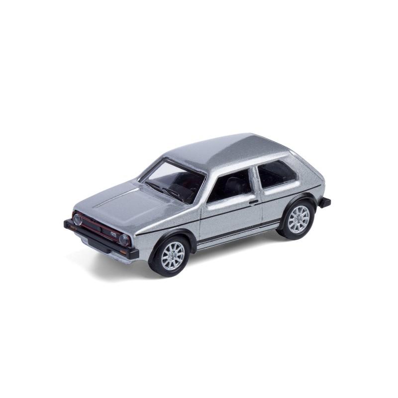 Magnet VW Volkswagen Golf GTI I silber auf dem Tisch Ansicht schräg von vorn – corpus delicti design Hamburg – Wir machen Geschenke