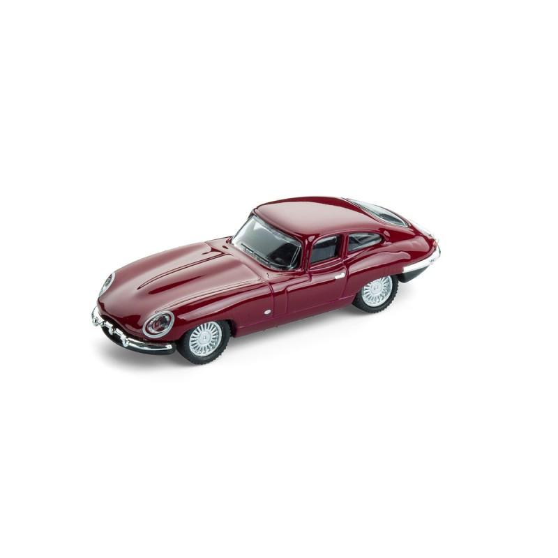 Jaguar E-Type mit Magnet auf dem Tisch – corpus delicti design Hamburg – Wir machen Geschenke