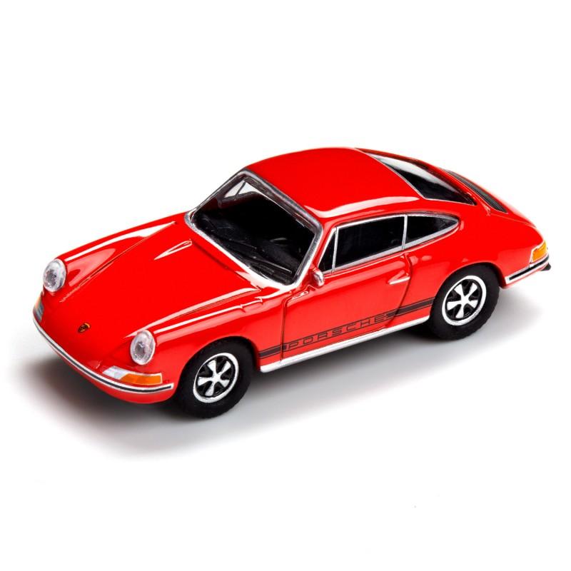 Magnet Porsche 911 SC auf dem Tisch Ansicht schräg von vorn – corpus delicti design Hamburg – Wir machen Geschenke