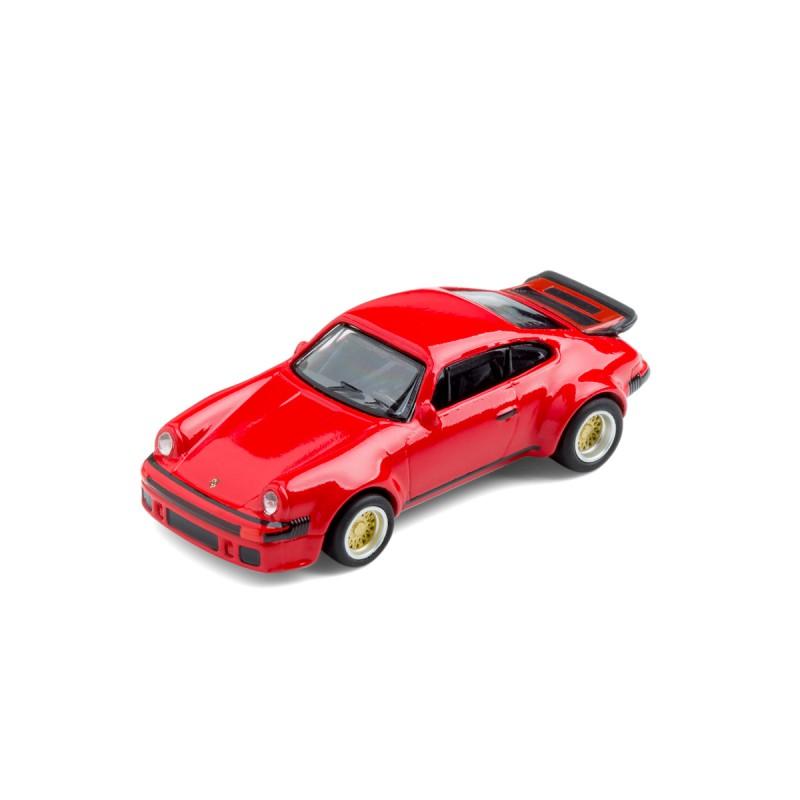 Porsche 934 RSR mit Magnet auf dem Tisch – corpus delicti design Hamburg – Wir machen Geschenke