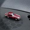 Magnetischer Parkscheinhalter Jaguar E-Type auf einem Armaturenbrett – corpus delicti design Hamburg – Wir machen Geschenke