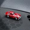 Magnetischer Parkscheinhalter Mercedes Benz MB 300 SL auf einem Armaturenbrett – corpus delicti design Hamburg – Wir machen Geschenke