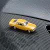 Magnetischer Parkscheinhalter Opel Manta A auf einem Armaturenbrett – corpus delicti design Hamburg – Wir machen Geschenke