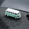 Magnetischer Parkscheinhalter Volkswagen VW Bus T1 Samba Bulli türkis auf einem Armaturenbrett – corpus delicti design Hamburg – Wir machen Geschenke