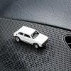 Magnetischer Parkscheinhalter VW Volkswagen Golf GTI I auf einem Armaturenbrett – corpus delicti design Hamburg – Wir machen Geschenke