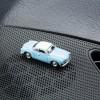 Magnetischer Parkscheinhalter VW Volkswagen Karmann Ghia auf einem Armaturenbrett – corpus delicti design Hamburg – Wir machen Geschenke