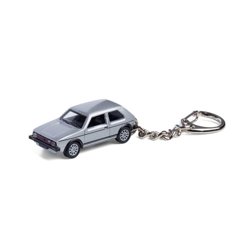 Schlüsselanhänger - VW Golf GTI I silber auf dem Tisch Ansicht von vorn – corpus delicti design Hamburg – Wir machen Geschenke