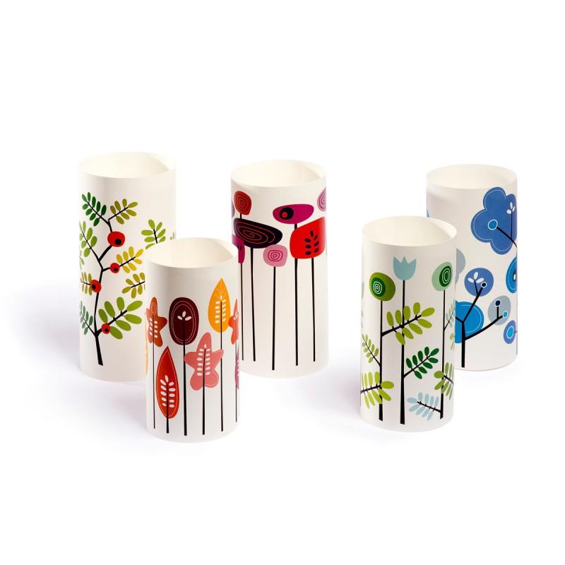 Lichthüllen Blüten & Blätter Windlicht alle fünf Motive auf dem Tisch im Tageslicht – corpus delicti design Hamburg – Wir machen Geschenke