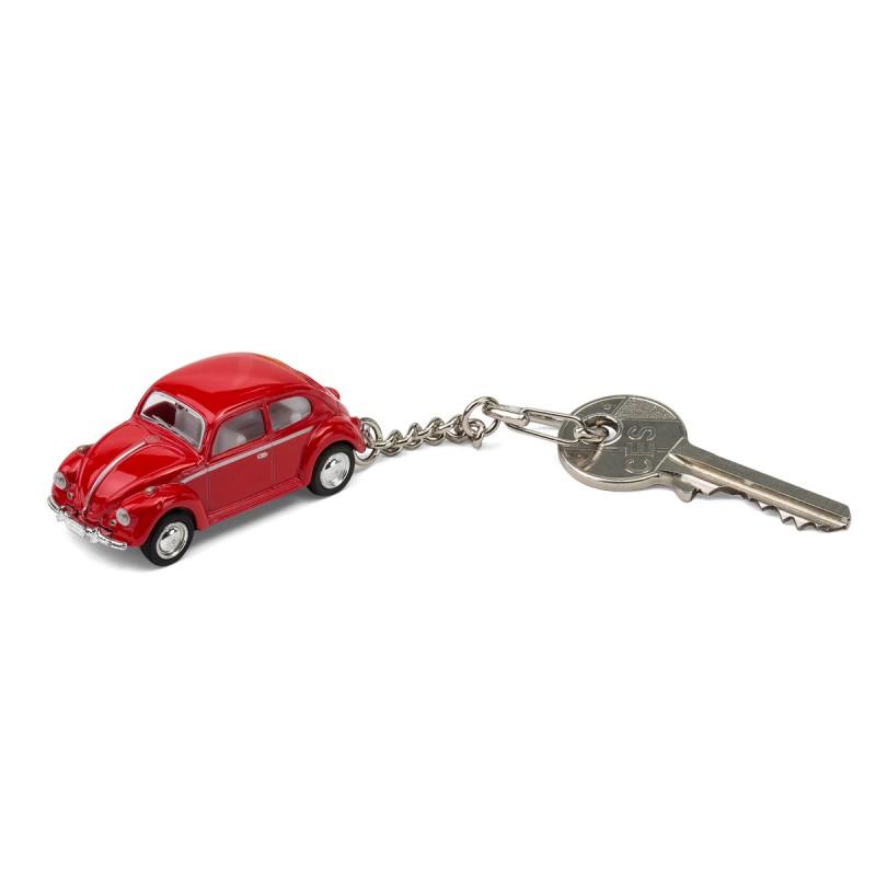 Schlüsselanhänger VW Volkswagen Käfer rot mit Schlüssel auf dem Tisch Ansicht schräg von vorn – corpus delicti design Hamburg – Wir machen Geschenke
