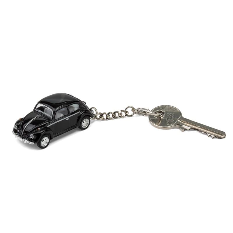 Schlüsselanhänger VW Volkswagen Käfer schwarz mit Schlüssel auf dem Tisch Ansicht schräg von vorn – corpus delicti design Hamburg – Wir machen Geschenke