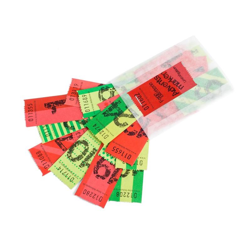 Wertmarken ADVENT (Zahlen 1-24) grün/rot im offenen Pergaminbeutel auf dem Tisch – corpus delicti design Hamburg – Wir machen Geschenke